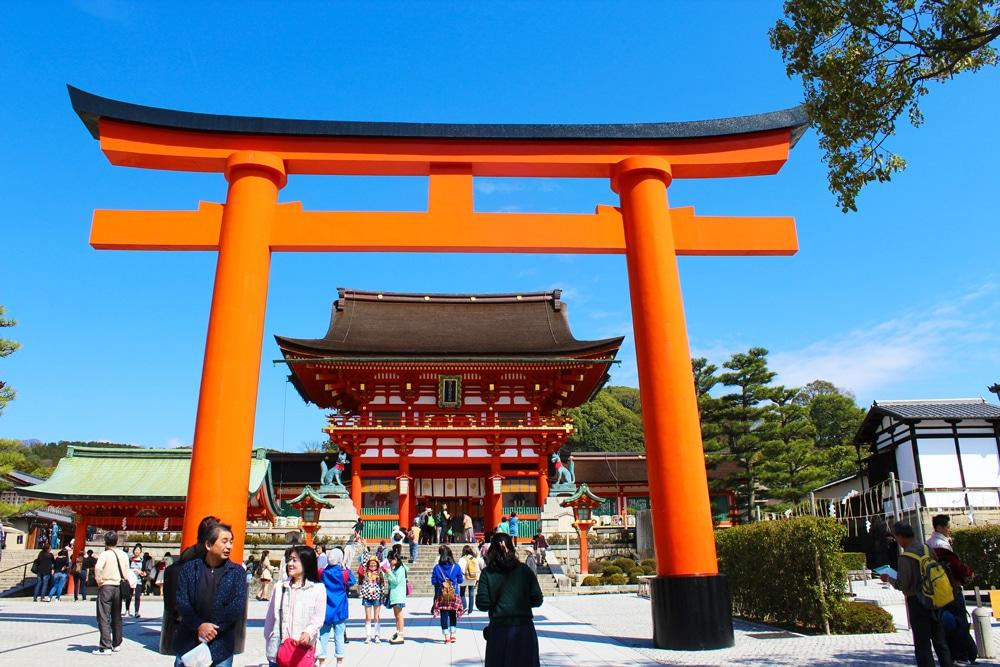 fushimi inari taisha red torii gates