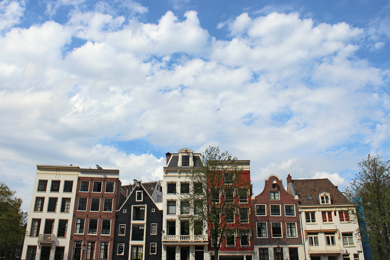 leaning houses Amsterdam dancing
